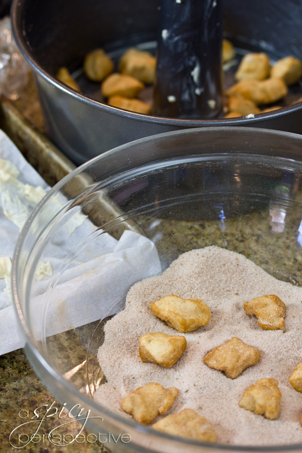 How to Make Monkey Bread Recipe | ASpicyPerspective.com #recipe #holidays #monkeykbread